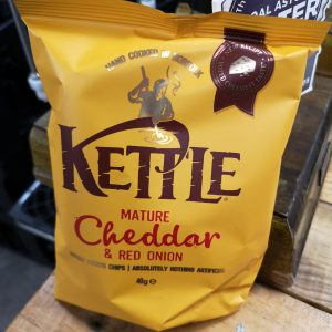 Kettle Crisps Cheddar & Red Onion 40g Pack